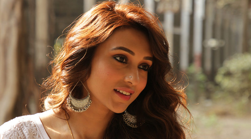 Stunning News For Bengal, Mimi Chakraborty enters in Bhojpuri film industry !!!