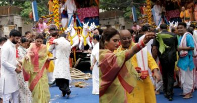 Muslim clerics attack newly elected TMC MP Nusrat Jahan after she paid a visit to the Iskon temple in Kolkata